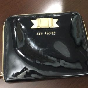 TRD BAKER BLACK CLUTCH WITH WHITE BOW and gold zip